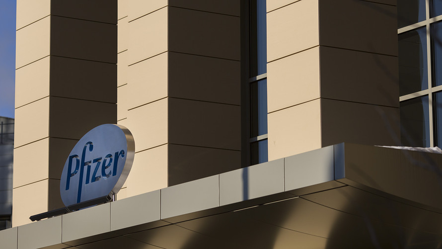 PFIZER ROLLS OUT RETACRIT, A BIOSIM TO AMGEN AND J&J ANEMIA BLOCKBUSTERS, AT A BIG DISCOUNT